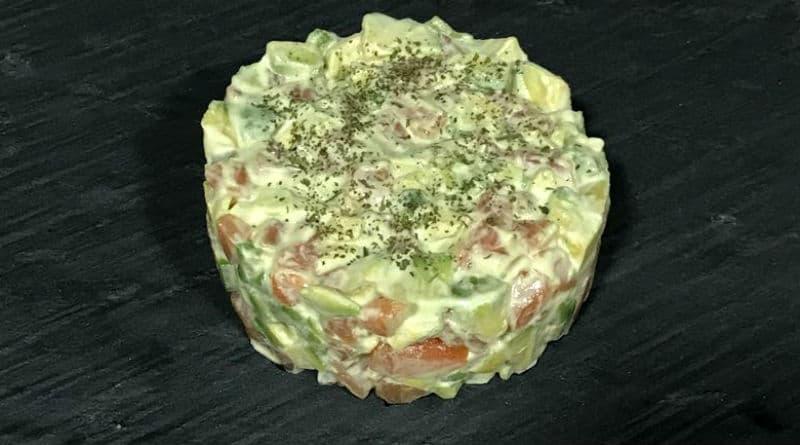 tartar de salmón con mayonesa de wasabi