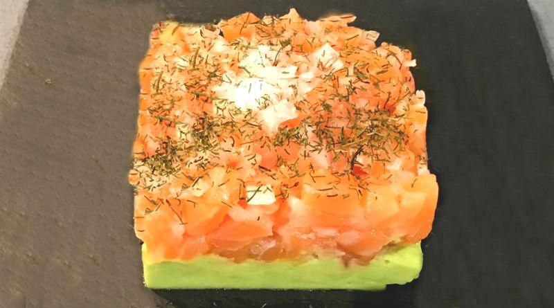 tartar de salmon con crema de aguacate